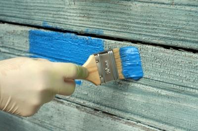 Aby barva na štětci při natírání neztvrdla