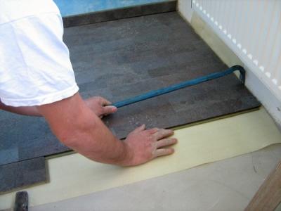 K čemu slouží dotahovací hák na podlahy